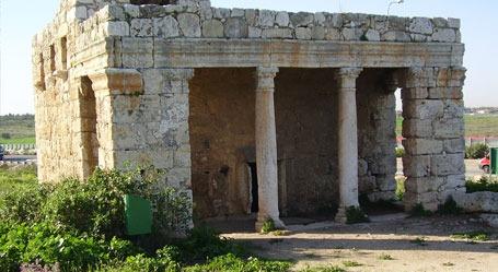 חורבת מזור – המאוזוליאום הרומי – גן לאומי